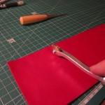 Marquage du cuir pour les coutures.