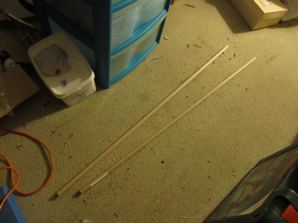 Je vais tailler les manches dans ces tourillons en hêtre de 15 mm de diamètre.