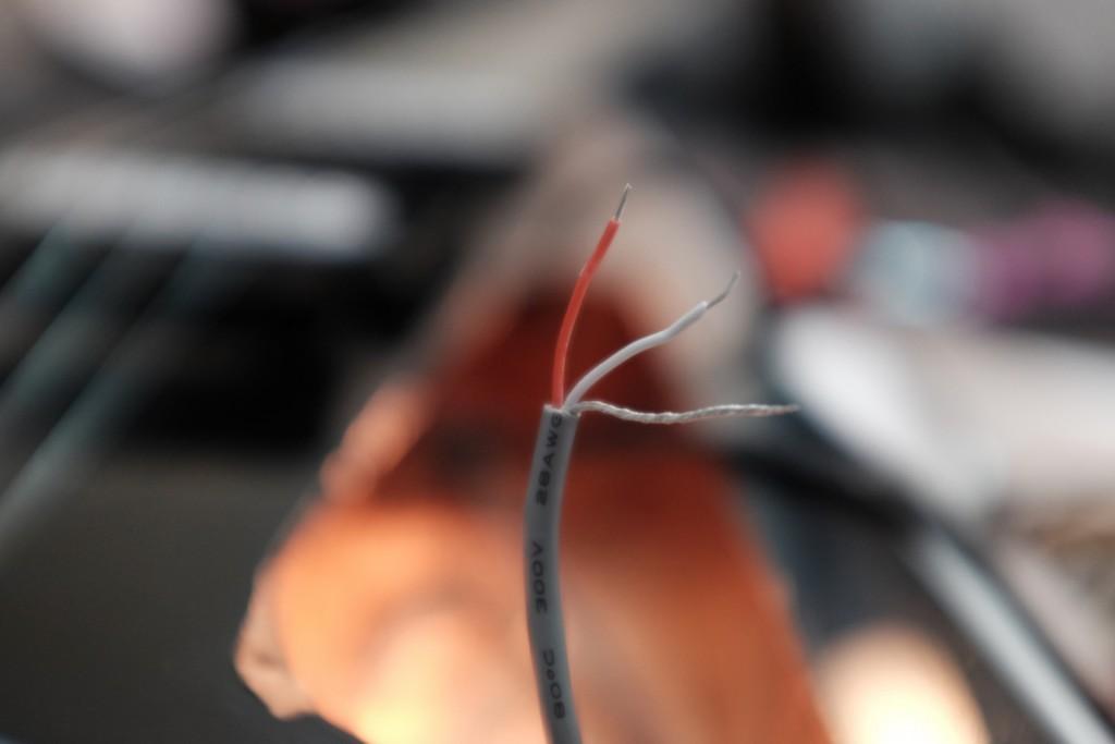 Le cable de la prise jack.